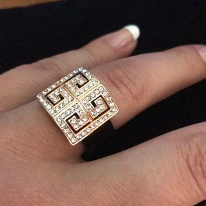 Jewelry - Beautiful ring size 8